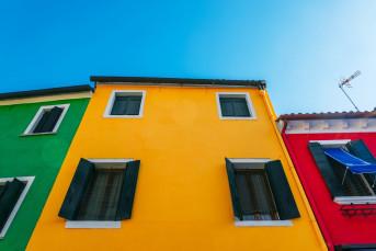 Аналитики установили, фасады каких цветов привлекают покупателей квартир