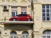 Жильцы смогут заезжать на автомобилях чуть ли не к себе в квартиру